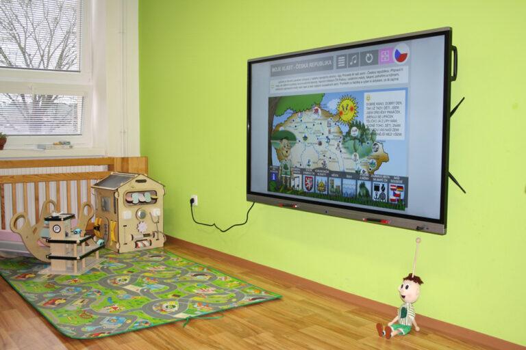 SchoolBoard pevná instalace na stěnu